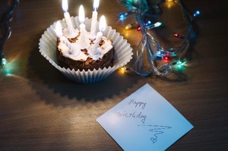 彼氏にケーキと手紙サプライズ